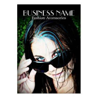 Chica de la moda en gafas de sol tarjetas personales