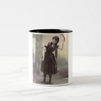 Chica de la pandereta taza