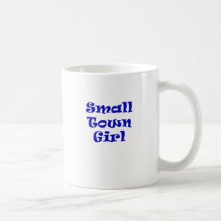 Chica de la pequeña ciudad taza de café