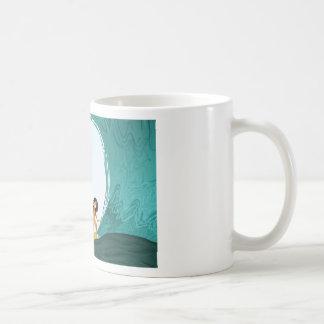 """Chica de la persona que practica surf - """"balanceo  tazas de café"""
