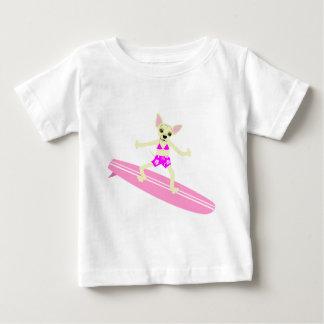Chica de la persona que practica surf de Longboard Playera De Bebé