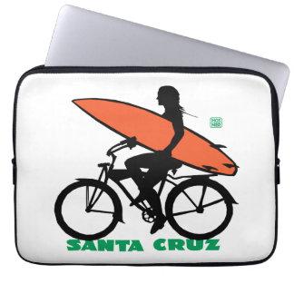Chica de la persona que practica surf de Santa Manga Computadora