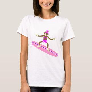 Chica de la persona que practica surf del mono del playera