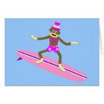 Chica de la persona que practica surf del mono del felicitación