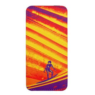 Chica de la persona que practica surf en la puesta funda para iPhone 5