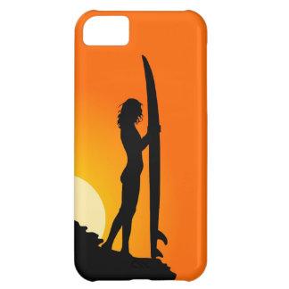 Chica de la persona que practica surf en la puesta funda para iPhone 5C