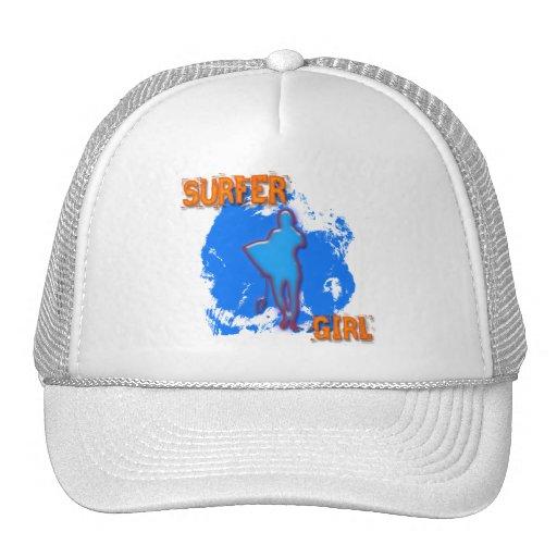 CHICA DE LA PERSONA QUE PRACTICA SURF GORRA
