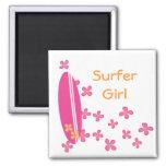 Chica de la persona que practica surf iman de frigorífico