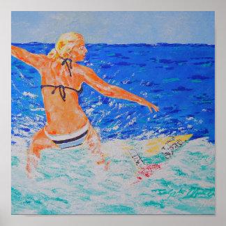 Chica de la persona que practica surf posters