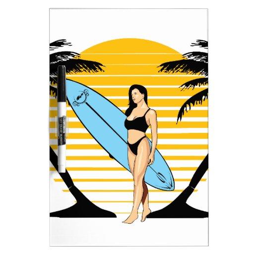 Chica de la persona que practica surf pizarras