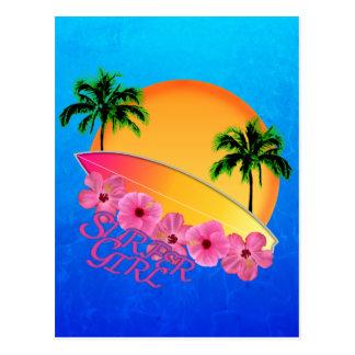 Chica de la persona que practica surf postales