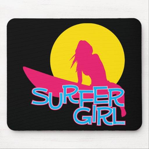 Chica de la persona que practica surf alfombrillas de raton