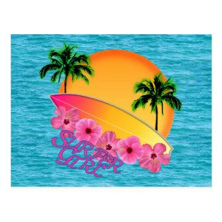 Chica de la persona que practica surf tarjetas postales