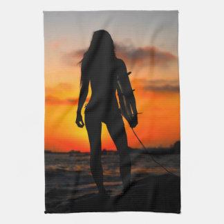 Chica de la persona que practica surf toallas de cocina