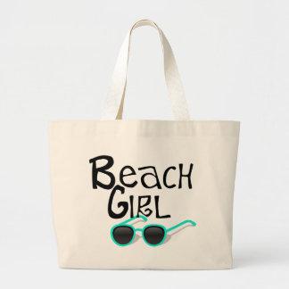 Chica de la playa con las gafas de sol bolsa tela grande