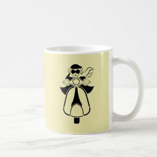 Chica de la vespa tazas de café