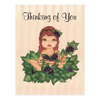 Chica de la vid de uva de Quantum Cutie que piensa Tarjeta Postal