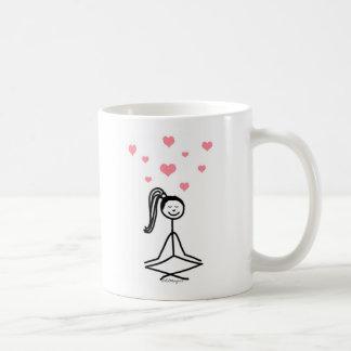 Chica de la yoga taza clásica