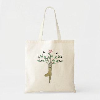 Chica de la yogui de la actitud del árbol bolsa tela barata