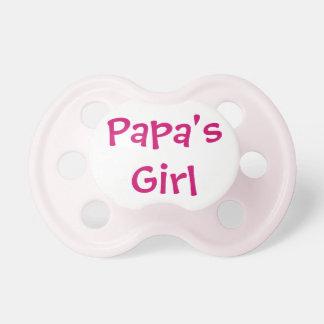 Chica de las papás chupetes para bebes