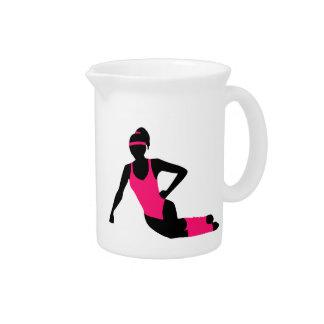 Chica de los aeróbicos jarra para bebida
