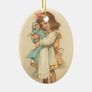 Chica de los saludos del navidad del vintage con adorno navideño ovalado de cerámica