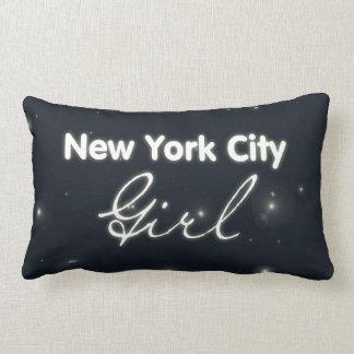 Chica de New York City - cielo azul y estrellas Cojín