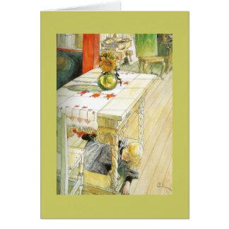 Chica debajo de una tabla de cocina tarjeta de felicitación