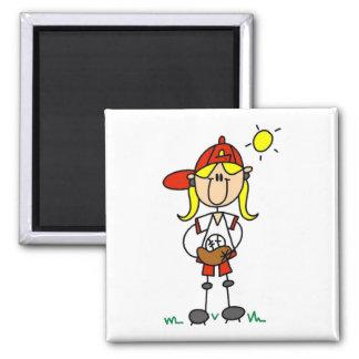 Chica del béisbol con las camisetas y los regalos  imanes de nevera