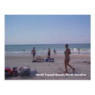 Chica del bikini en la playa del norte de Topsail Postal