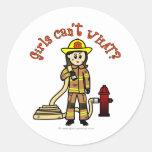Chica del bombero etiqueta redonda