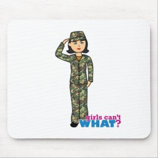 Chica del camuflaje del ejército del arbolado tapetes de ratones