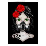 Chica del cazador del zombi con la careta antigás  tarjeta de felicitación