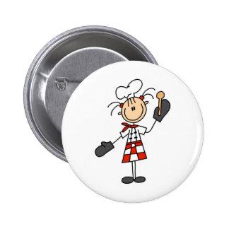 Chica del cocinero con los botones de madera de la pins