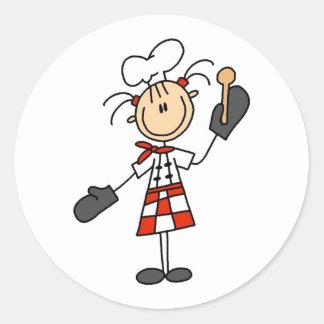 Chica del cocinero con los pegatinas de madera de pegatina redonda