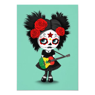 """Chica del cráneo del azúcar que toca la guitarra invitación 5"""" x 7"""""""