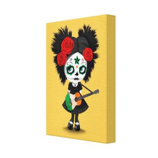 Chica del cráneo del azúcar que toca la guitarra lona estirada galerias