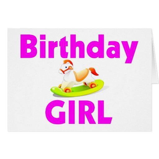 Chica del cumpleaños con el caballo mecedora tarjeta de felicitación