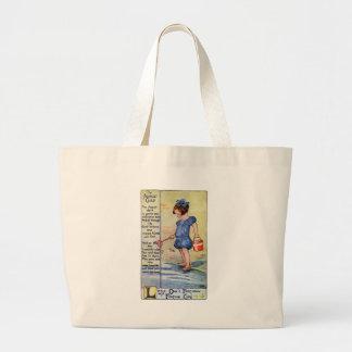 Chica del cumpleaños de agosto en la playa bolsa de mano