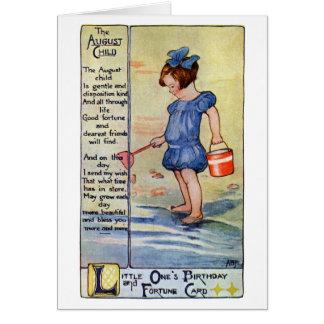 Chica del cumpleaños de agosto en la playa tarjeta de felicitación