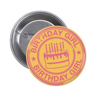 Chica del cumpleaños - efecto rosado del sello de  pin redondo de 2 pulgadas