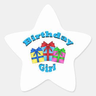 Chica del cumpleaños en azul con los presentes pegatinas forma de estrella personalizadas