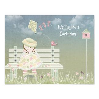 Chica del cumpleaños en banco invitación 10,8 x 13,9 cm