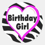 Chica del cumpleaños (rayas de la cebra del pegatina redonda