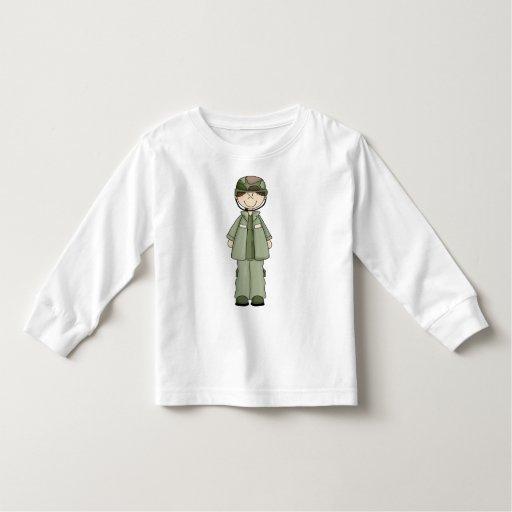 Chica del ejército camisas