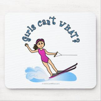 Chica del esquiador de la agua ligera alfombrillas de ratones