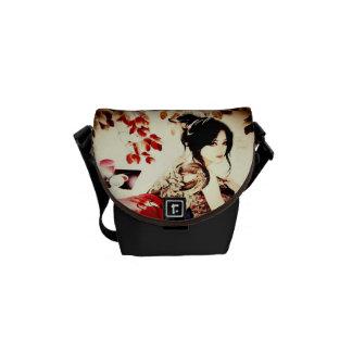 Chica del japonés del vintage bolsa de mensajeria
