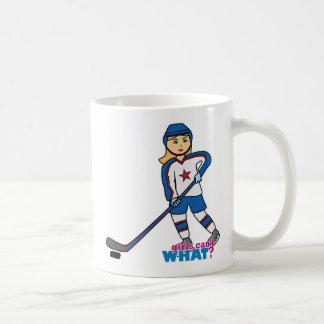 Chica del jugador de hockey taza básica blanca