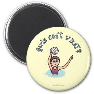Chica del jugador de polo de la agua ligera imán redondo 5 cm