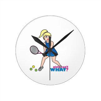 Chica del jugador de tenis - luz/Blonde Relojes De Pared